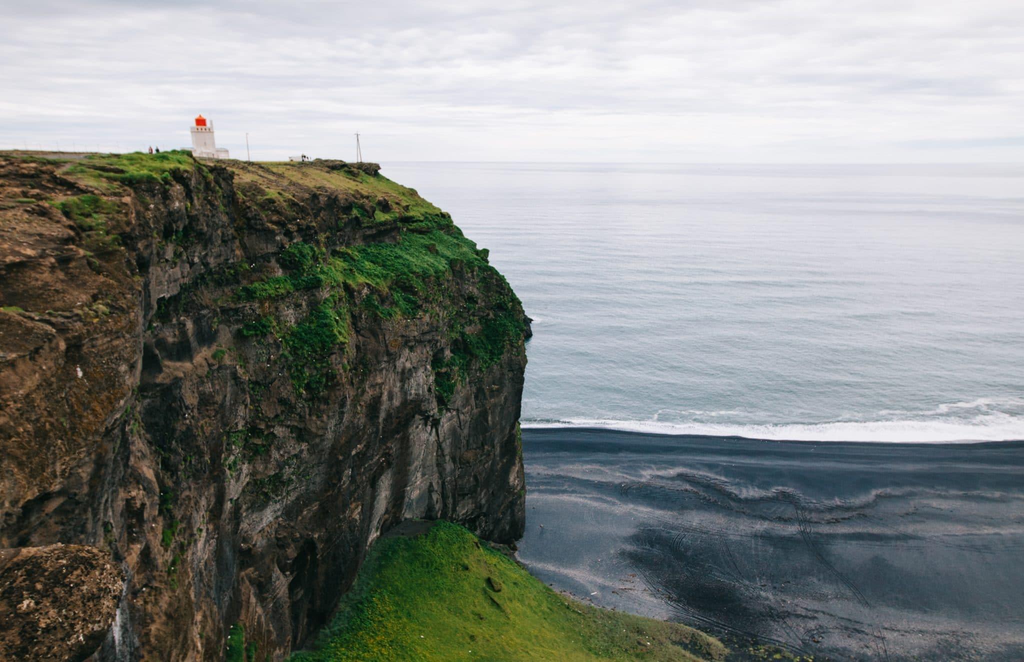 Islanti - Dyrhólaeyn ja Etelämantereen välissä